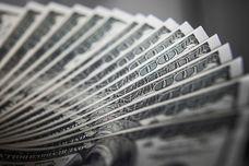 دلار به توقفگاه نزدیک شد ؟